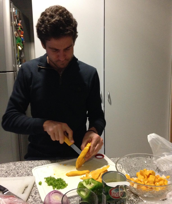 Preparación ceviche de mango y palmitos